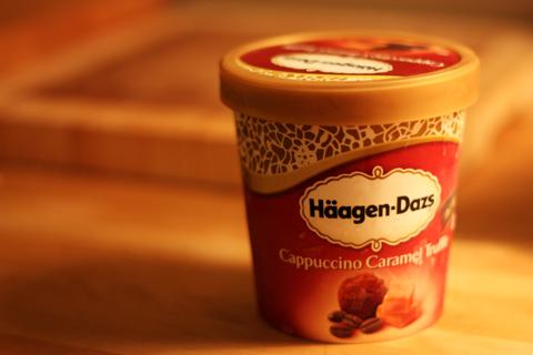 Häagen-Dazs Cappuccino Caramel Truffle - Photo by Glassmannen