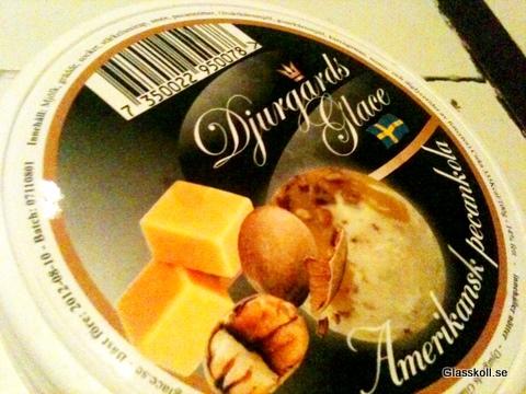 Djurgårds Glace - Amerikansk pecankola. Glasskoll.se Photo by Glassmannen